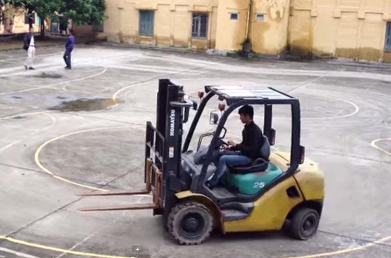 Kinh nghiệm lái xe nâng cho thuê đơn giản (P.2)