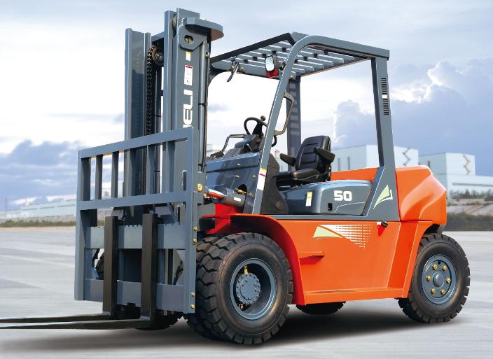 Xe nâng cho thuê tự hành chất lượng cao của công ty Khang Nam